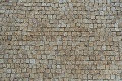 大卵石向铺背景的街道扔石头 免版税库存图片