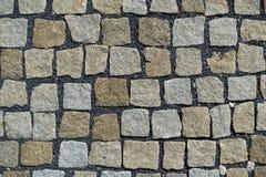 大卵石向铺背景的街道扔石头 库存照片