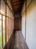 大厅室内看法有一个木地板的,报道用榻榻米垫在京都,日本 库存图片
