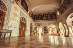 大厅的内部有历史阿尔伯特霍尔博物馆艺术品的  免版税库存照片
