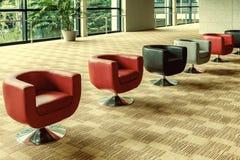 大厅的现代内部办公室沙发 免版税库存照片
