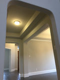 大厅设计内部在一个新的现代房子里 库存图片