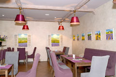 大厅酒吧内部在宾馆里 普罗旺斯样式 免版税库存照片
