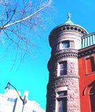 大厦、光秃的分支和街灯的角落大杂烩  免版税库存图片