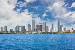 大厦五颜六色的街市迈阿密全景 免版税库存图片