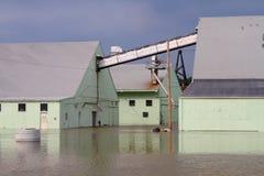 大厦充斥在水之下 免版税库存照片