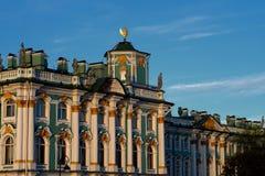 大厦区今天形成偏僻寺院住房博物馆宫殿零件彼得斯堡俄国圣徒冬天 埃尔米塔日博物馆 图库摄影
