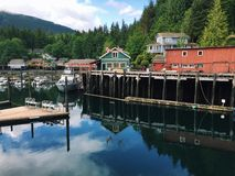 大厦和小游艇船坞通信机小海湾的,不列颠哥伦比亚省,加拿大 库存照片