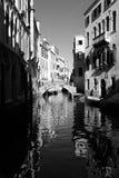 大厦和小船在威尼斯 库存图片