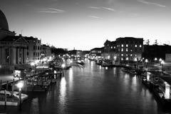 大厦和小船在威尼斯 免版税图库摄影