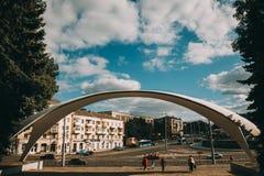 大厦和广场在街市文尼察 免版税库存图片