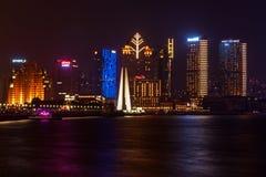 大厦和建筑学与都市摩天大楼在上海,中国现代区  免版税库存照片