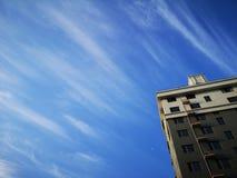 大厦和月亮早晨 免版税图库摄影