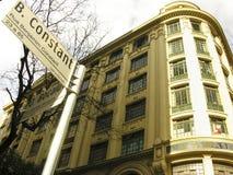 大厦和路标 免版税库存照片