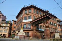 大厦和镇在Patan Durbar广场 免版税图库摄影