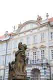 大厦和雕象布拉格 免版税库存图片