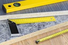 大厦和项目工具概念 木匠业工具 免版税库存图片