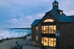 大厦在尼亚加拉瀑布在晚上 安大略 加拿大17-10-2015 免版税库存照片