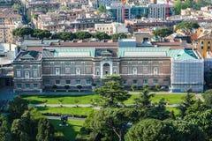 大厦在梵蒂冈庭院里 意大利罗马 背景大教堂bernini城市喷泉彼得・罗马s方形st梵蒂冈 免版税库存照片