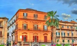 大厦在老镇巴勒莫,西西里岛 免版税库存图片