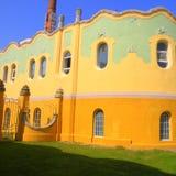 大厦在锡比乌盐矿镇 盐湖在锡比乌盐矿镇,在锡比乌Hermanstadt附近 免版税库存照片