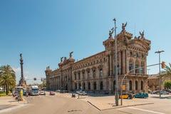 大厦在巴塞罗那西班牙和雕象 库存照片
