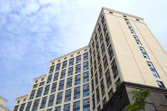 大厦在wuyuanwan游艇小游艇船坞 免版税库存照片