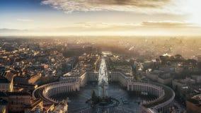 大厦城市圆顶第一个历史展望期大彼得平面圣徒梵蒂冈 免版税库存图片