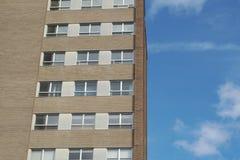 大厦壁角办公室摩天大楼窗口和砖 免版税图库摄影