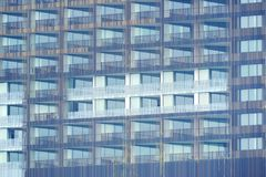 大厦外部与许多阳台大阳台窗口的 库存照片