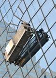 大厦外部玻璃墙工作 免版税库存照片