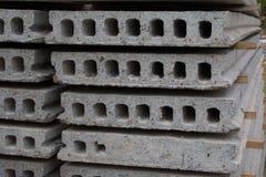 大厦大厦具体建筑安置材料被堆积的堆平板 免版税库存照片