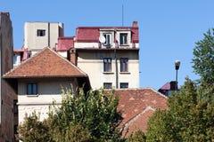 大厦屋顶在一个晴天 免版税图库摄影