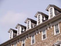 大厦屋顶石头视窗 库存照片