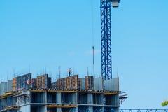 大厦建造场所与脚手架的 库存照片