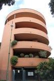 大厦弯曲的现代 免版税库存图片