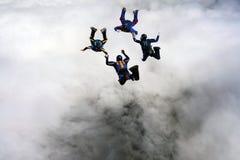 大厦形成四跳伞运动员星形 库存图片