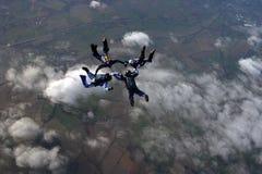 大厦形成四跳伞运动员 免版税库存照片