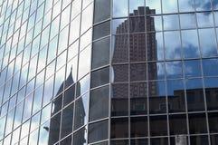 大厦新的老反映 免版税库存图片