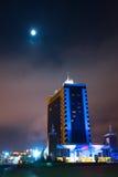 大厦旅馆晚上傲德萨发光 免版税库存图片