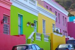 大厦明亮的多彩多姿的门面在BoKaap或开普敦,南非马来的四分之一区  免版税库存图片