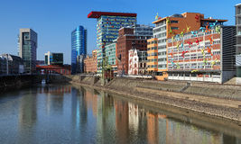 大厦杜塞尔多夫现代港口的媒体 免版税库存图片