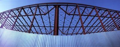 大厦现代框架的金属 免版税库存照片