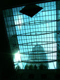 大厦玻璃办公室旭日形首饰塔 免版税库存照片