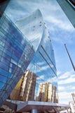 大厦玻璃 与反射的现代企业结构在玻璃窗里 旅馆 免版税库存照片