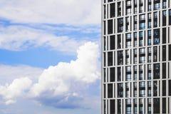 大厦的侧向门面 免版税库存照片