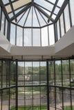 大厦的内部结构,现代设计玻璃屋顶结构 库存照片