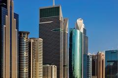 大厦的地平线视图在扎耶德Road回教族长的在迪拜,阿拉伯联合酋长国 免版税库存图片