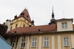 大厦的片段在入口上的对老市Sighisoara在罗马尼亚 免版税库存照片
