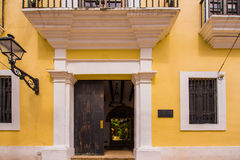 大厦的门面的看法,圣多明哥,多米尼加共和国 复制文本的空间 免版税库存照片
